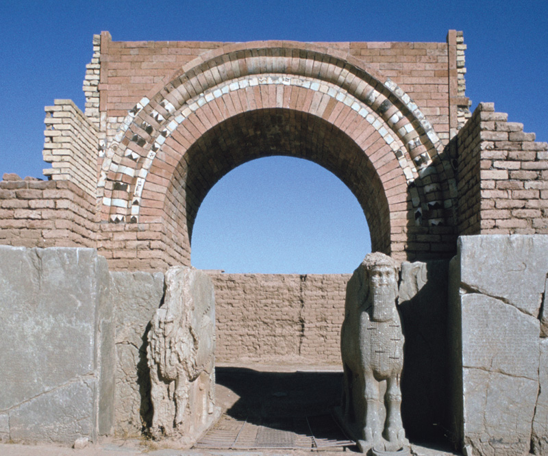 Gateway in the palace of Ashurnasirpal II (r.883–859 BC) in the Assyrian city of Nimrud, showing winged bull guardian figures Photo: 1977. Heritage Images/ Vivienne Sharp