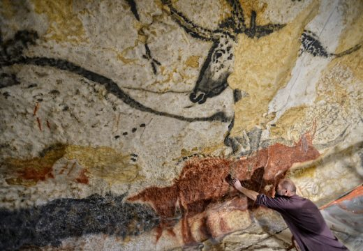 A painter at work in Lascaux 4 in Montignac, southern France. Photo: © D Nidos-Département